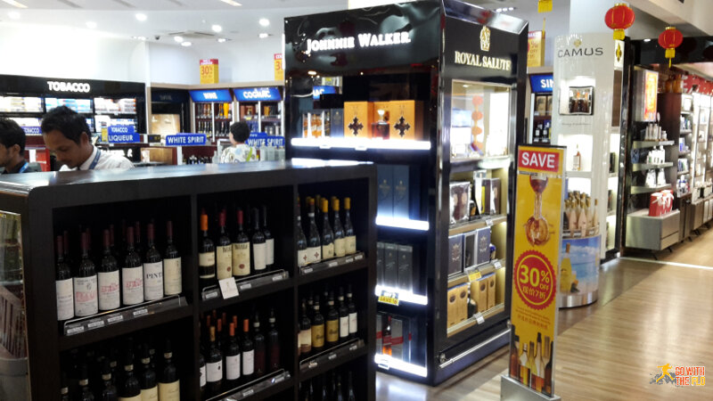 The last impression before leaving the Maldives: a fully stocked duty free shop