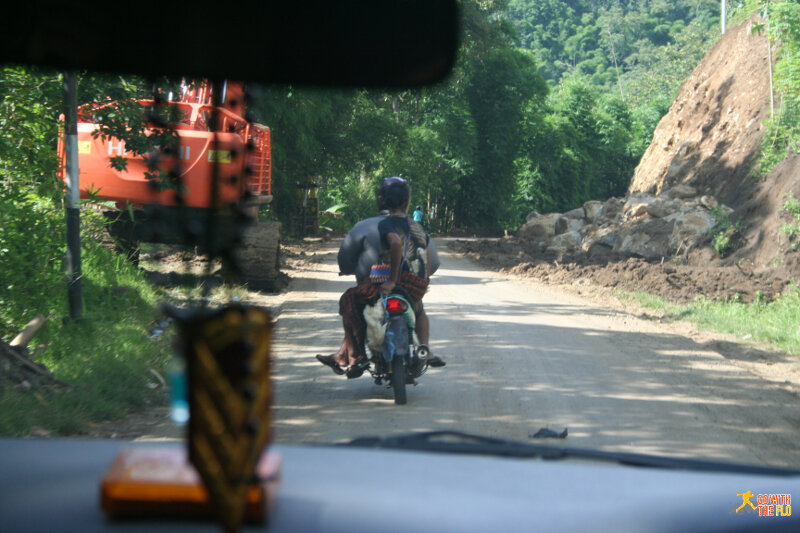 Right away we knew we had arrived in Indonesia, when we saw the first live chicken transported on a motorbike