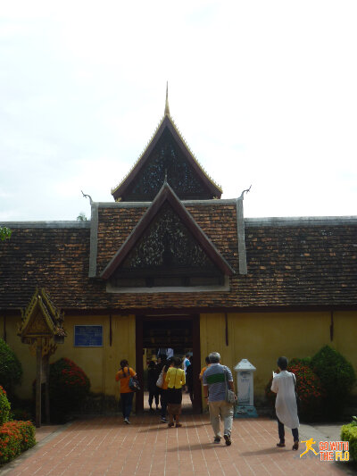 The entrance to Wat Si Saket