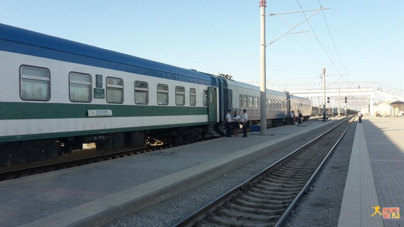 Bukhara-Samarkand-Tashkent train No. 9