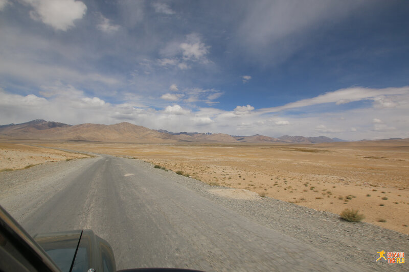 Driving towards our lunch stop in Alichur