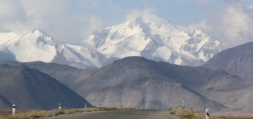 View from Karakul back towards the mountains