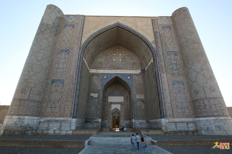 Bibi-Khanym Mosque entrance