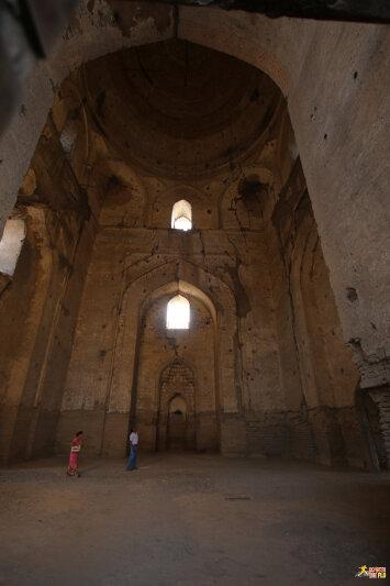Inside Bibi-Khanym Mosque