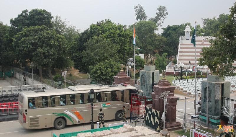 International Delhi-Lahore bus passing the border