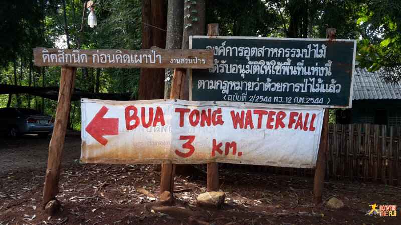 Sign for farangs towards the Bua Tong Waterfall