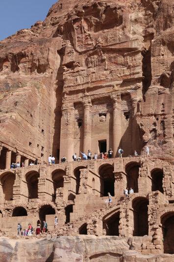 Royal Tombs and tour groups