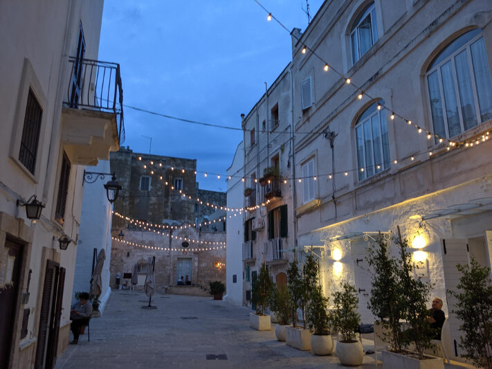 Monopoli at night